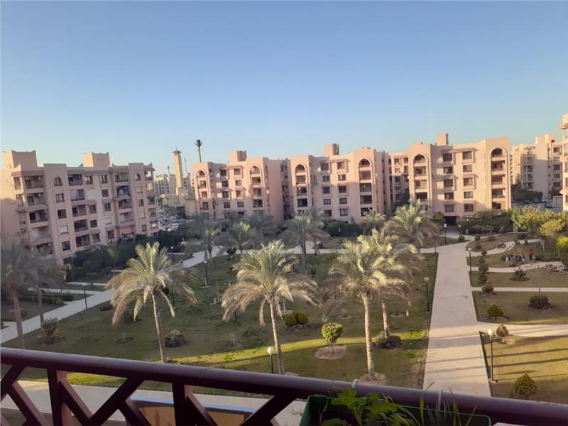 شقة فى مدينة الرحاب  305 م2 بحري و قبلي للبيع كاش كود 41254