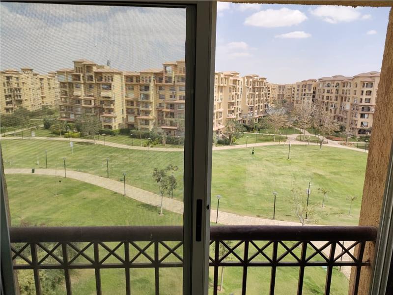 شقة فى مدينتى  266 م2 بحري و قبلي للبيع كاش كود 43221